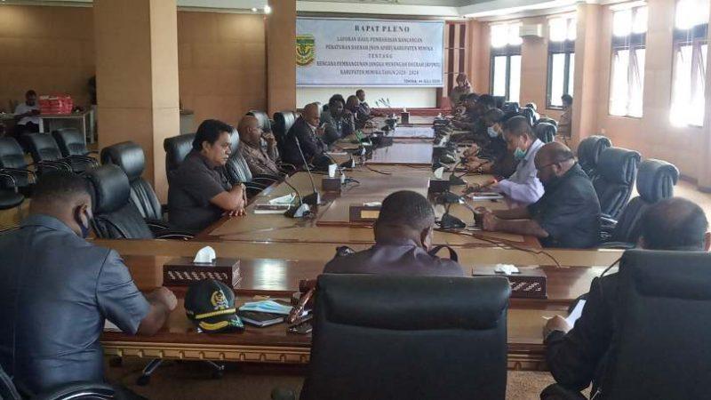 Bapemperda Serahkan RPJMD 2020-2024 kepada Pimpinan DPRD Mimika