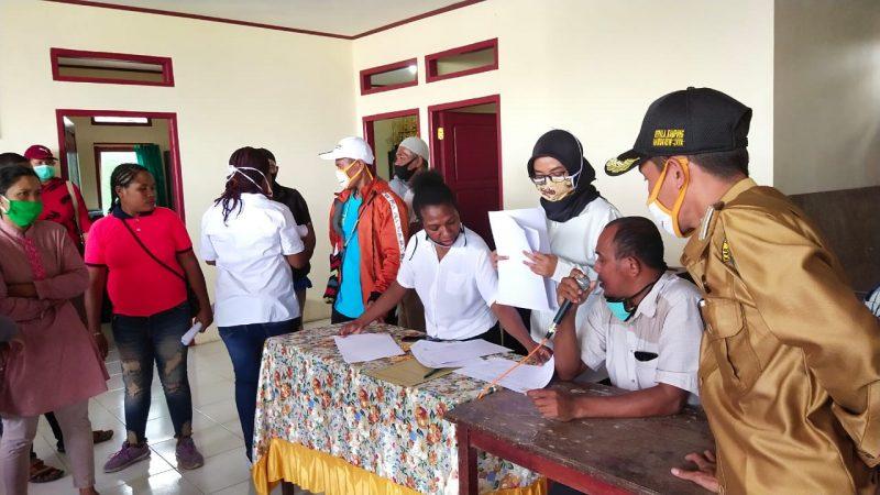 Kampung Mawokauw Jaya Bagi Sembako, Untuk Perkuat Ekonomi Warganya Ditengah Pandemi Covid-19