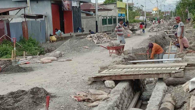 Jalan Masuk Balai Kampung Mawokau Jaya Proyek Yang tidak Masuk Dalam Perencanaan