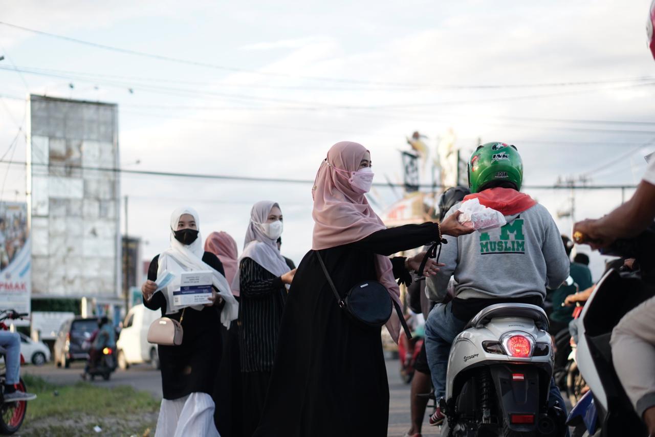 Hari Kartini, Akhwatiy Timika Berbagi Takjil