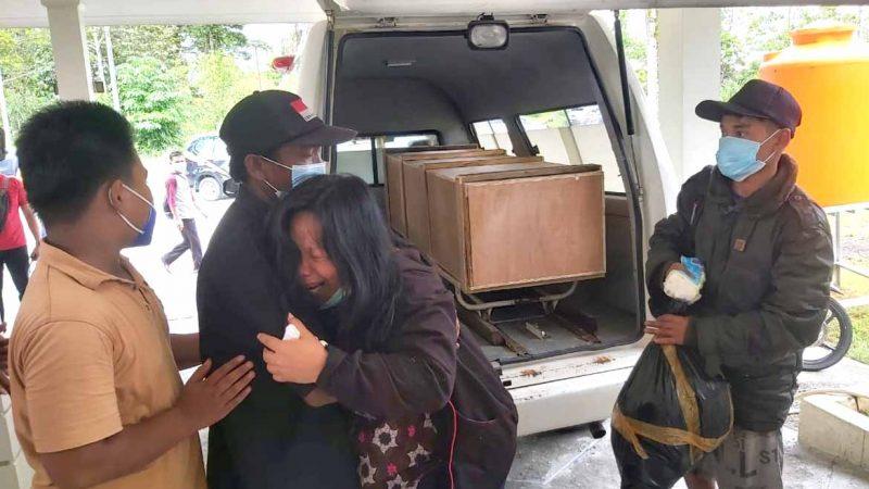 Tangis Pilu Iringi Kedatangan Jenazah Guru Korban Penembakan Di Beoga