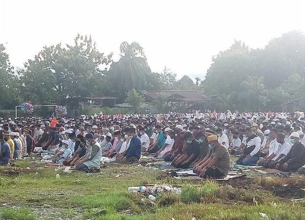 Ribuan Jamaah Shalat Ied di Lapangan Timika Indah